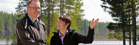 man_kvinna_vatten_skogsbruksplan_stora_enso_skog