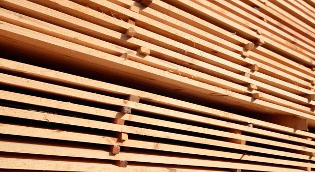 Efterfrågan på sågat virke drivs av marknaden  alltså hur stort vårt  intresse är att bygga med sågat trä. Och det i sin tur är beroende på det  ekonomiska ... d7c5e58bf108e